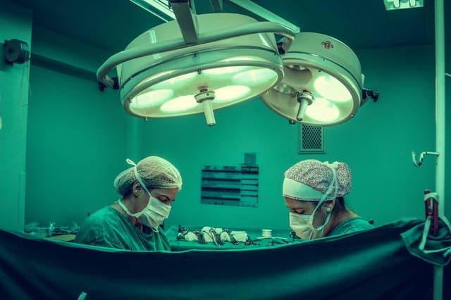 как лечить неопущенные яички